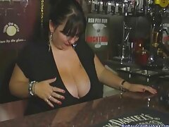 Staci Silverstone bị chủ nhân của sex vietsub hd một dinh thự lớn trừng phạt